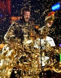 Дейвид Бекъм се къпе в злато