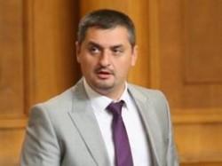 Кирил Добрев гласува против оставката на кабинета Орешарски