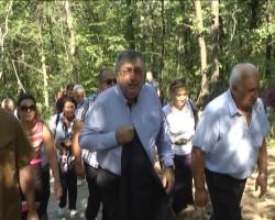 "Премиерът Близнашки рамо до рамо с кмета Георгиев изкачи ""Боженишки урвич"""