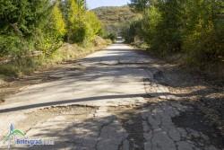 """Граждани настояват да се обезопасят зейналите шахти и да се закърпят дупките на """"обръщалото"""" в Зелин"""