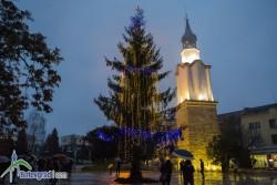 Запалиха светлините на елхата в центъра на Ботевград