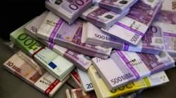 Килим на кмет изръси пачки с банкноти по 500 евро
