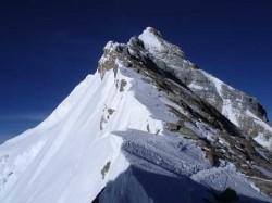 Еверест се е смалил след земетресението