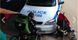 Разгневени майки снимат неправилно паркирали полицаи