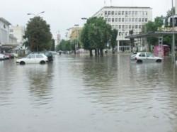 В Мездра обявиха бедствено положение, синоптиците предупреждат за поройни дъждове и днес