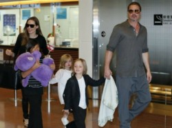 Анджелина и Брад отмарят във Франция