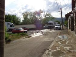 """Жителка на Врачеш сигнализира за неправомерно паркиране на камиони по ул. """"Христо Ботев"""" в селото"""