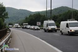 """Разлята нафта и масло от спукан резервоар е причина за ограниченото движение преди тунел """"Витиня"""" в посока София"""