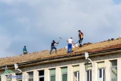Ремонтът на покрива на поликлиниката възложен на фирма с най-висока оферта, внесена в последния момент.
