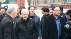 Арестуваха Волен Сидеров, той обяви гладна стачка, депутати се хвърлят пред буса, с който го откараха към ареста