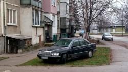 Зелените площи в Ботевград стават и за...паркиране