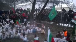 Знамето на Община Ботевград отново се развя на леденото хоро в река Тунджа