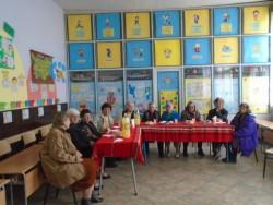 Осмомартенски поздрави от деца и ученици за жените в училището