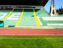 Футболни фенове унищожиха пистата в Стара Загора