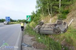 Лека кола излетя от магистралата, като по чудо няма пострадали