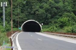 """До 18 ч. днес движението в тунел """"Ечемишка"""" на АМ """"Хемус"""" ще бъде двупосочно в тръбата за София"""