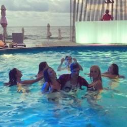 Мис Европа и Мис Унгария се снимат във видео към най-новата песен на Тихомир Митов