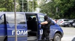 Задържаните тази сутрин полицаи се занимавали с нелегален трафик на мигранти