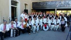 """Ансамбъл """"Ботевград"""" представи своя богат репертоар от народни танци и песни на престижен фестивал във Франция"""