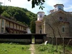 Инцидент на паркинга на Етрополския манастир