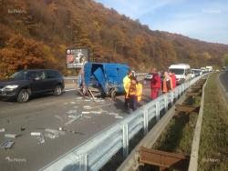 "Двама души са пострадали при катастрофа между лек автомобил и микробус на АМ ""Хемус"""