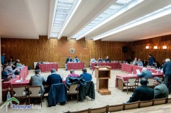 Причините за водната криза и мерките за овладяването й бяха разисквани на извънредна сесия на ОбС  /допълнена/