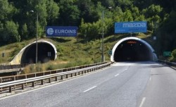 Верижна катастрофа затвори временно тунел Витиня