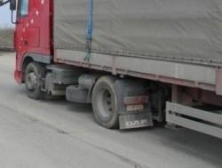 """Камион е самокатастрофирал на стария път на """"Витиня"""", няма пострадали"""