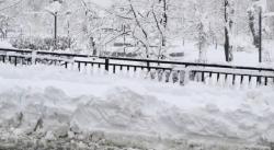 Двуметрови преспи затрупаха пътища в Русенско