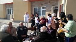 """Трифон Зарезан бе повод за веселие и в Дом за възрастни хора """"Д-р Адриян Атанасов"""""""