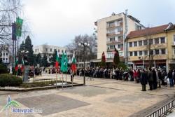 Ботевградчани сведоха глави пред паметника на Васил Левски