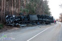 ТИР се обърна на Копяновец, шофьорът е пострадал