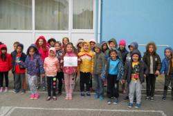 """Децата от ДГ """"Звънче"""" пуснаха балони с послания за опазване на природата"""