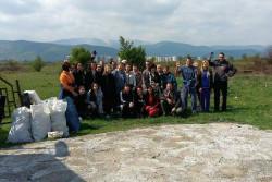 Служителите на общината почистиха района на ПИК-а