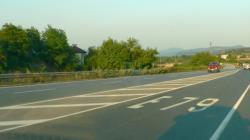 Два товарни автомобила са катастрофирали на пътя Новачене-Скравена, няма пострадали