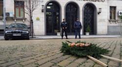 Положиха венец от гнили ябълки пред Министерството на правосъдието