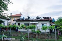 """Пожар на ул. Ал. Стамболийски"""", изгоря покрива на жилищна постройка"""