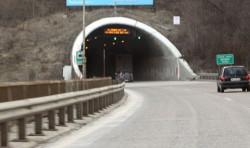 """За улеснение на трафика тръбата за София на тунел """"Витиня"""" на АМ """"Хемус"""" ще се ремонтира само през нощта"""
