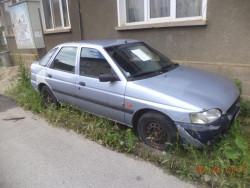 Премахват спрени от движение автомобили от зелените площи в Ботевград