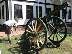 Оръдието пред музея възвърна първоначалния си вид