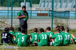Малките футболисти на Балкан гледат шоуто на Бербатов и Фиго