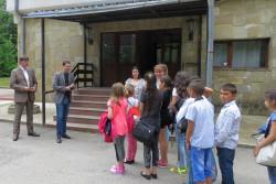 Много изненади за първата група ученици, които почиваха в Боровец по покана на областния управител