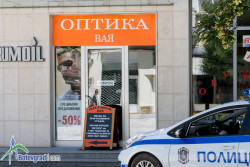 """Полиция разби вратата на оптиката на площад """"Саранск"""""""