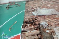 """Подът на салона в новото училище в ЖК """"Васил Левски"""" е в окаяно състояние. В момента го ремонтират"""