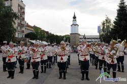 Гвардейци, духови оркестри и мажоретки на парад в Ботевград