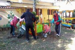 Монтираха първите 10 детски съоръжения за игра в две детски градини