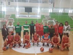 Играчи на Балкан получиха торта за участие в ученически проект