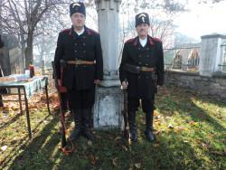 С венци и цветя етрополци почетоха паметта на погребаните в града руски войни