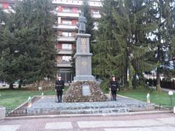 Етрополци поднесоха венци и цветя пред Паметника на загиналите във войните съграждани