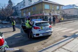 Блъснаха жена на пешеходна пътека, шофьорът избягал